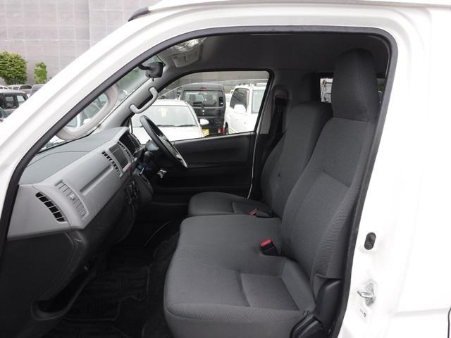 トヨタ ハイエースバン ウェルキャブ 4WD 車イス移動車2基