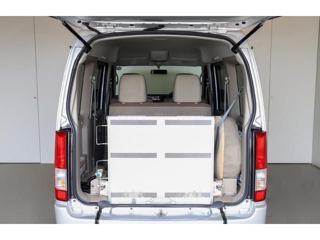 スローパー 車イス1台移動車後部電動固定リアシート付 4WD(11枚目)