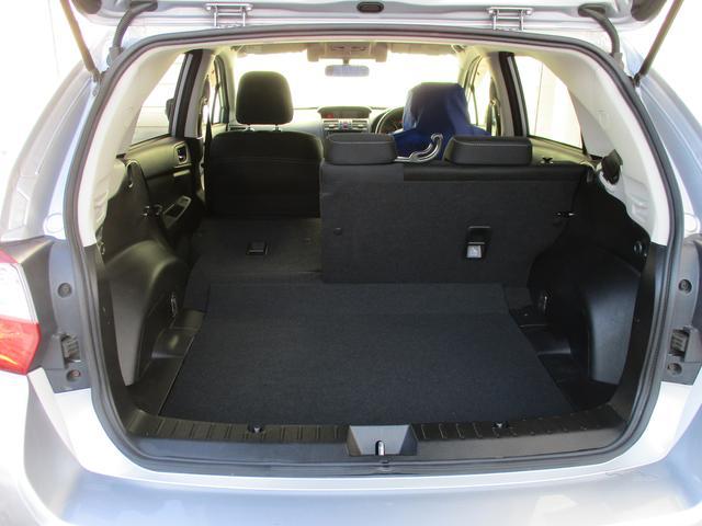 6:4分割可倒式リヤシートです、荷室を自在に拡張可能です!アクティビティやシーンに応じて、さまざまな荷物を積載可能です。
