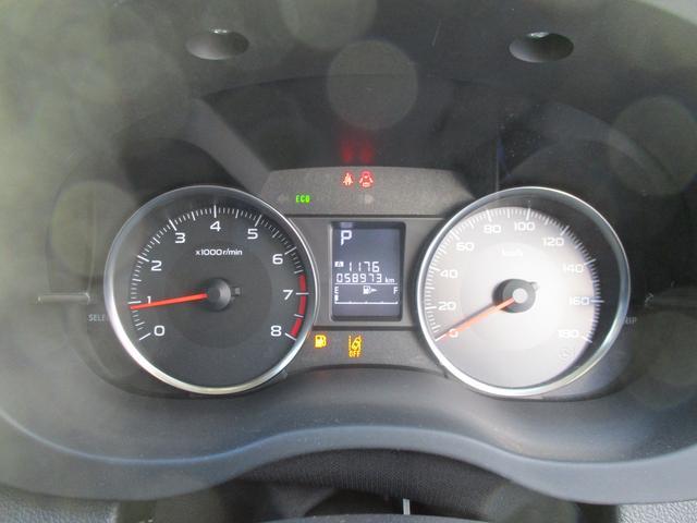 見やすいメーターです、エンジン始動時にスイープ動作してくれドライブへの期待感を高めてくれます!