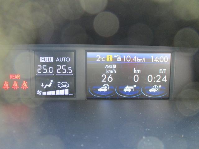 マルチインフォメーションディスプレイ付ルミネセントメーター。精緻な文字盤、中央には液晶ディスプレイを内蔵し、ドライビングの基本情報を表示してくれます。