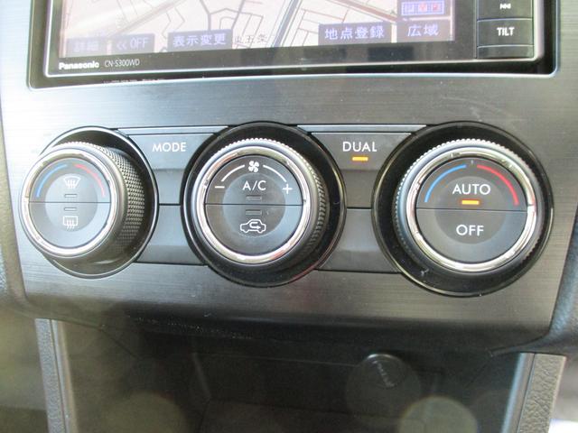 オートエアコン装着車です、めんどうなエアコン操作はなく温度調整のみで車内を快適な空間に保ってくれます!
