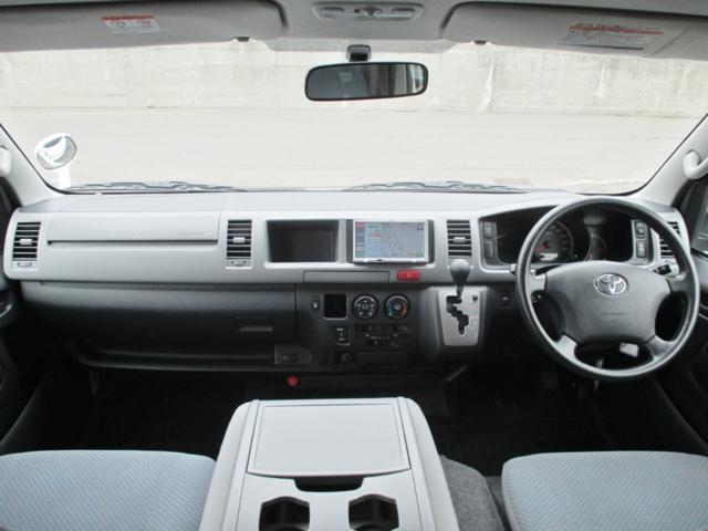 トヨタ ハイエースコミューター 4WD 寒冷地 ウェルキャブDタイプ リヤリフト 車いす4基