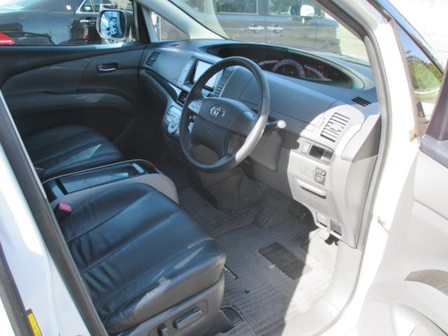 内装画像:本革シートで高級感漂う内装!運転席はパワーシートです!!