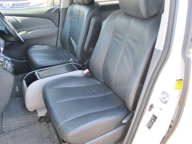 内装画像:本革シートのコンディションも良好で綺麗な内装!運転席&助手席はシートヒーター付です!!