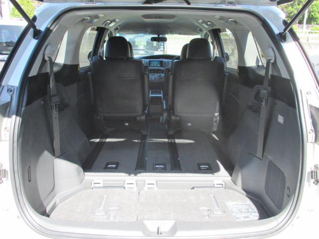 内装画像:三列目シートは床下収納式で広々としたカーゴスペースを確保できます!!