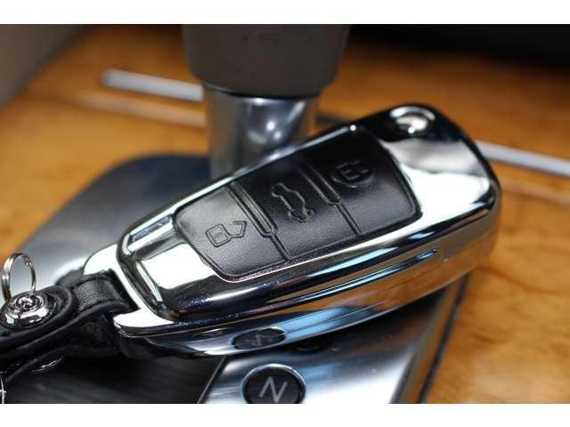 アウディ アウディ A4 3.2FSIクワトロ 4WD 革シート