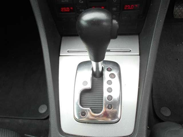 1.8Tクワトロ 4WD ETC キーレス CD アルミ(18枚目)