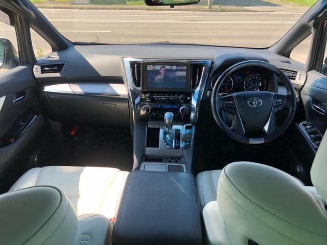 3.5エグゼクティブラウンジZ 白本革エアーシート・JBLプレミアムサウンド・Rエンターテイメントシステム・パノラミックビューモニター・サンルーフ・トヨタセーフティーセンス・3眼LEDヘッドライト・デジタルインナミラー・TRDエアロ(6枚目)