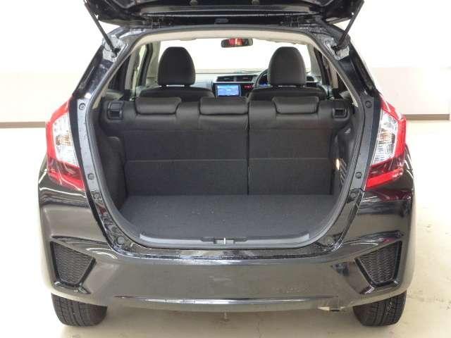 ご覧の荷室です!開口部が広く作られておりますので荷物の積み下ろしも快適です!