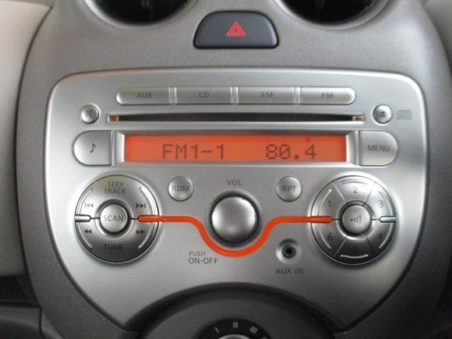 純正CDオーディオ AUXからスマホや音楽プレイヤーに繋いで音楽を楽しむことも出来ます♪