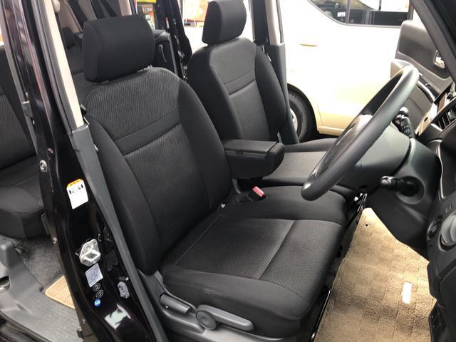 内装はシートや内張りに破れやこげ穴もなく、汚れやシミも見当たらない、非常にきれいな状態です。