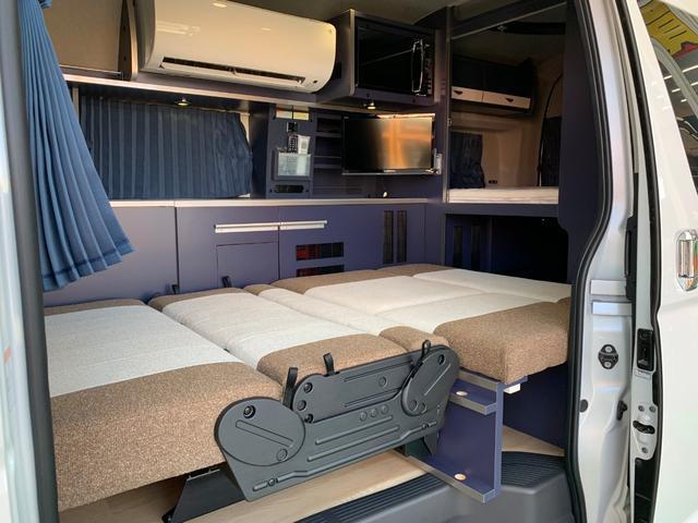 2〜3列目シートをベッド展開した状態です。