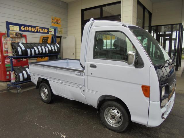 ダイハツ ハイゼットトラック is 4WD マニュアル