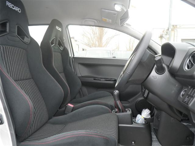 ベースグレード 4WD3型5速マニュアルミッション4WDケンウッド地DフルセグナビブルートゥースポジションLEDバルブIPF製ルームランプLED化済みハセプロマジカルカーボンドアアームレスト部ブラックカーボン施工済み(10枚目)