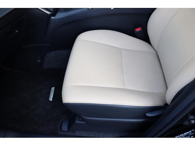 トヨタディーラーオプション!ラグジュアリーフロアマット!エントランスマット付きモデル!約8.8万円。セカンドマット&リアデッキボード。約3.4万円。