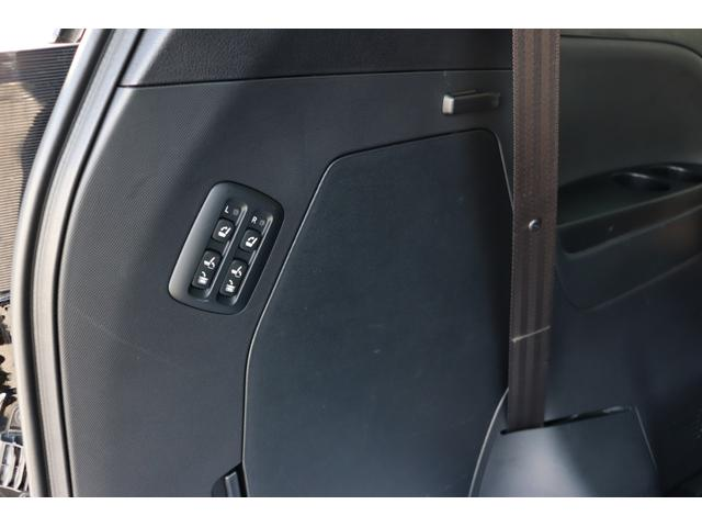 トヨタメーカーオプション!電動格納サードシート約8.6万円。クリアランスソナー6か所約4.3万円。エアバッグ約8.1万円。パワーバックドア約5.9万円。新車時込み約615万円相当の車両です♪♪