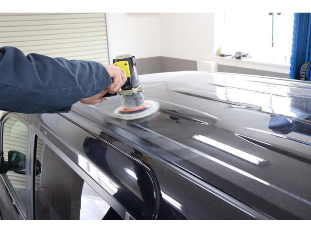 洗車だけでももちろんの事、ガラス磨きや外装磨き・内装作業も屋外ではとてもできません!!(雨や雪・風で砂がかむ等)寒い・暑い等、季節に左右されずに1年中、同一のクォリティで仕上げれるのも当社の強みです!