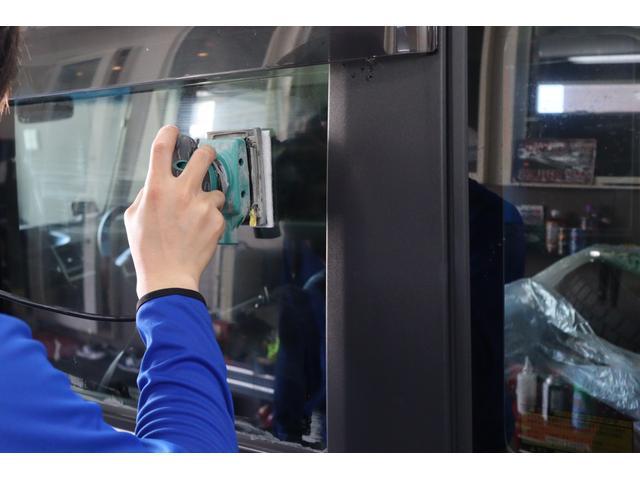 専門スタッフが全面ガラス・約4時間専用コンパウンド&ポリッシャーにて磨き&フッ素コーティング全ガラス施工!!雨染み&ウロコも取れ窓ガラスもかなりきれいです♪当社のこだわりの作業です♪
