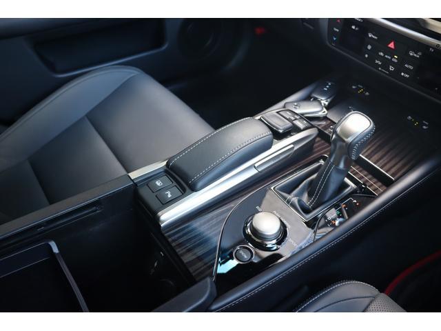 レーンキーピングアシスト!車線から逸脱する可能性を警告、逸脱を避けるためのステアリング操作を支援します。3眼LEDヘッドライト装着車にはアダクティブハイビームシステムが装備されます!!