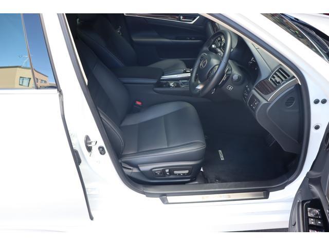 レクサスオプション・ヘッドアップディスプレイ(HUD)装備!!運転席前方のガラスに様々な情報が投影されます♪USBポート2ケ装備♪スマホや各種充電などにも困りません♪