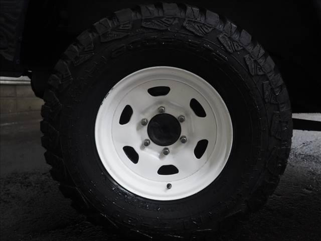 40純正のスチールホイールをホワイトにペイント。タイヤは新品のマッドタイヤを組みました!