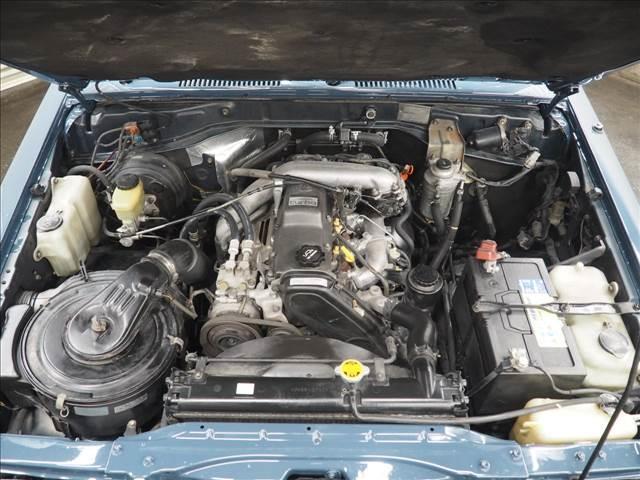 サビも少なく綺麗なエンジンルームです。3000ccディーゼルターボでパワフルな走りが楽しめます♪