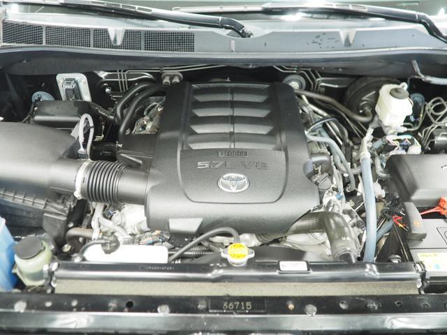 5.7リッターV8エンジン搭載!!トレーラーやジェットもラクラク引っ張れるパワフルなエンジンです!