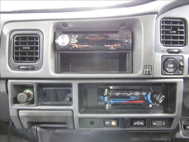 LX 5速マニュアル リフトアップ リアデフロック 電動ウインチ 純正ナロー 4ナンバー登録 新品グッドリッチATタイヤ 背面付 ディーゼルターボ 前席KINGSシートカバー 本州仕入(14枚目)