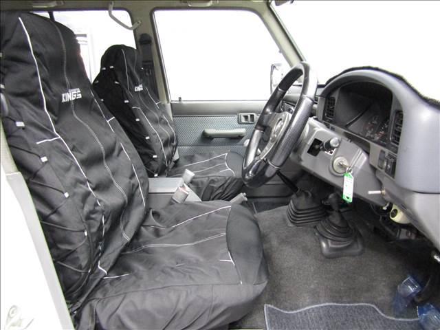 LX 5速マニュアル リフトアップ リアデフロック 電動ウインチ 純正ナロー 4ナンバー登録 新品グッドリッチATタイヤ 背面付 ディーゼルターボ 前席KINGSシートカバー 本州仕入(15枚目)