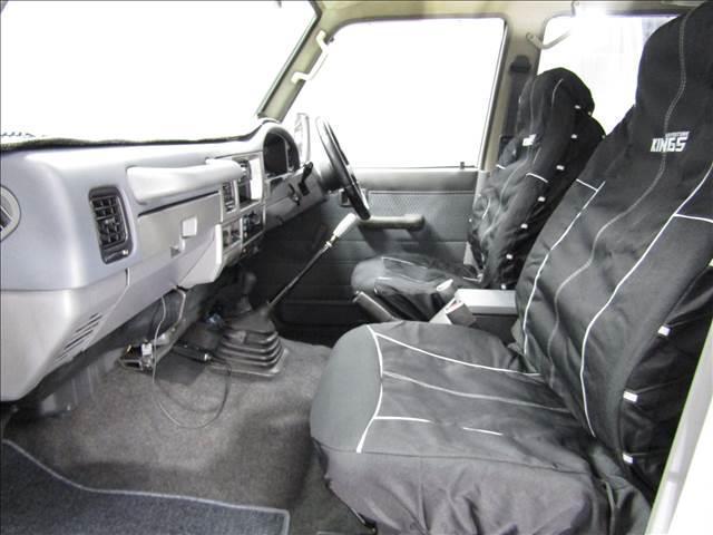 LX 5速マニュアル リフトアップ リアデフロック 電動ウインチ 純正ナロー 4ナンバー登録 新品グッドリッチATタイヤ 背面付 ディーゼルターボ 前席KINGSシートカバー 本州仕入(18枚目)