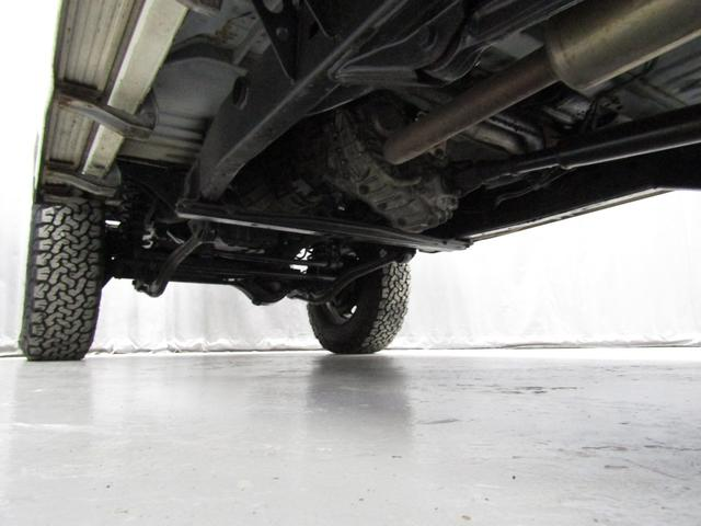 LX 5速マニュアル リフトアップ リアデフロック 電動ウインチ 純正ナロー 4ナンバー登録 新品グッドリッチATタイヤ 背面付 ディーゼルターボ 前席KINGSシートカバー 本州仕入(28枚目)