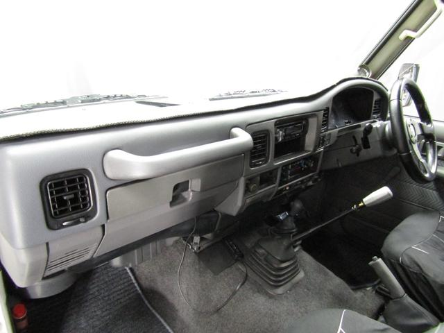 LX 5速マニュアル リフトアップ リアデフロック 電動ウインチ 純正ナロー 4ナンバー登録 新品グッドリッチATタイヤ 背面付 ディーゼルターボ 前席KINGSシートカバー 本州仕入(33枚目)