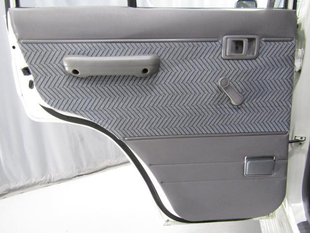 LX 5速マニュアル リフトアップ リアデフロック 電動ウインチ 純正ナロー 4ナンバー登録 新品グッドリッチATタイヤ 背面付 ディーゼルターボ 前席KINGSシートカバー 本州仕入(38枚目)