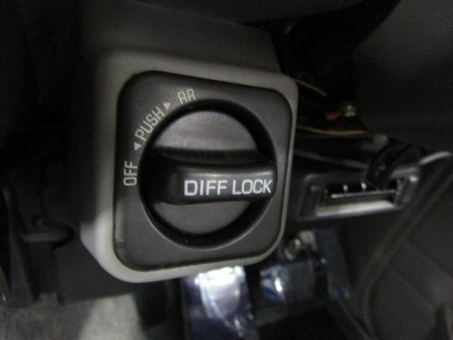LX 5速マニュアル リフトアップ リアデフロック 電動ウインチ 純正ナロー 4ナンバー登録 新品グッドリッチATタイヤ 背面付 ディーゼルターボ 前席KINGSシートカバー 本州仕入(42枚目)