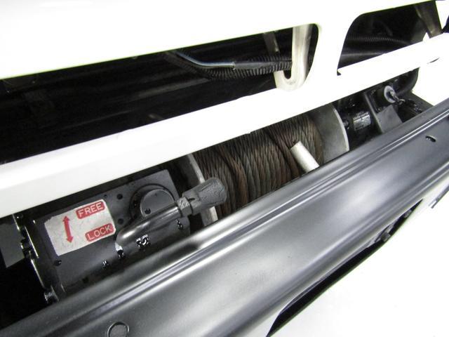 LX 5速マニュアル リフトアップ リアデフロック 電動ウインチ 純正ナロー 4ナンバー登録 新品グッドリッチATタイヤ 背面付 ディーゼルターボ 前席KINGSシートカバー 本州仕入(43枚目)