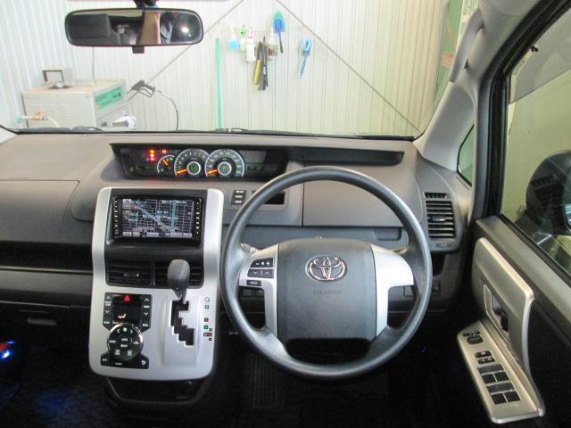 トヨタ ヴォクシー Z 4WDリヤヒーター