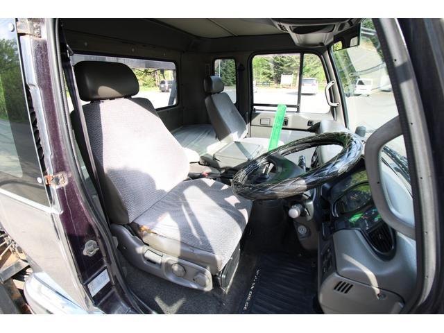 ご覧の通り運転席非常に広々としているので快適にお使いいただけます★