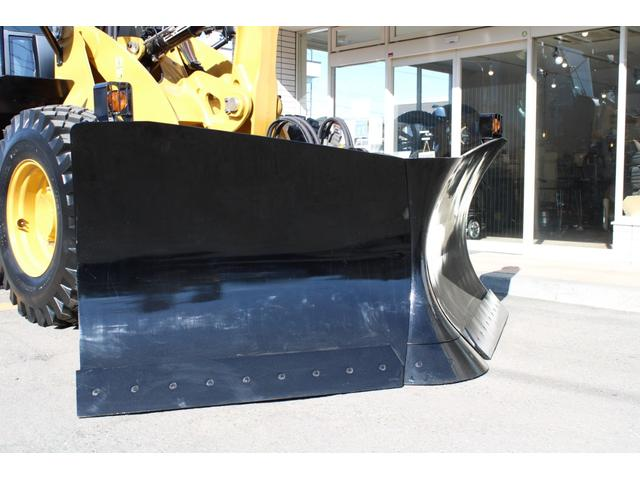CAT910M 登録済未使用車 4バルブ配管 新品マルチプラウ 新品オノデラ製特注シャッターバケット デフロック 新品LEDバー作業灯 Bluetoothオーディオ(2枚目)