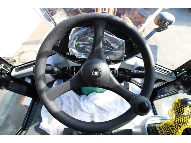 CAT910M 登録済未使用車 4バルブ配管 新品マルチプラウ 新品オノデラ製特注シャッターバケット デフロック 新品LEDバー作業灯 Bluetoothオーディオ(25枚目)