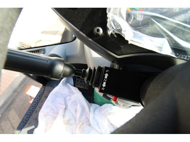 CAT910M 登録済未使用車 4バルブ配管 新品マルチプラウ 新品オノデラ製特注シャッターバケット デフロック 新品LEDバー作業灯 Bluetoothオーディオ(26枚目)