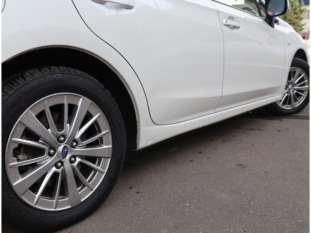 ホイルは純正16インチアルミホイルになります。タイヤは夏冬セットでお付けしますので、余計な出費もかさまず安心です。タイヤサイズ205-55-16。
