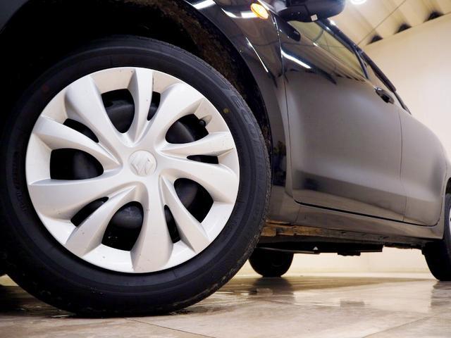 ホイルは15インチホイルになります。タイヤは夏冬セットでお付けしますので、余計な出費もかさまず安心です。タイヤサイズ175-65-15。