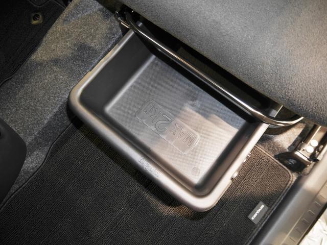 助手席下にシートアンダートレイあります