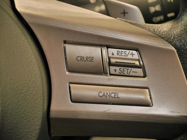 アクセルを踏まなくても一定速度で走行できるクルーズコントロールのクルーズスイッチ、RES・SETスイッチ、キャンセルスイッチ