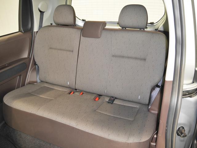 ゆとりのスペースで乗り心地のいい快適リアシートです