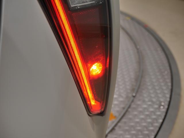 濃霧や吹雪などで視界が悪い時、後続車に自分の車の存在を知らせるリアフォグランプです