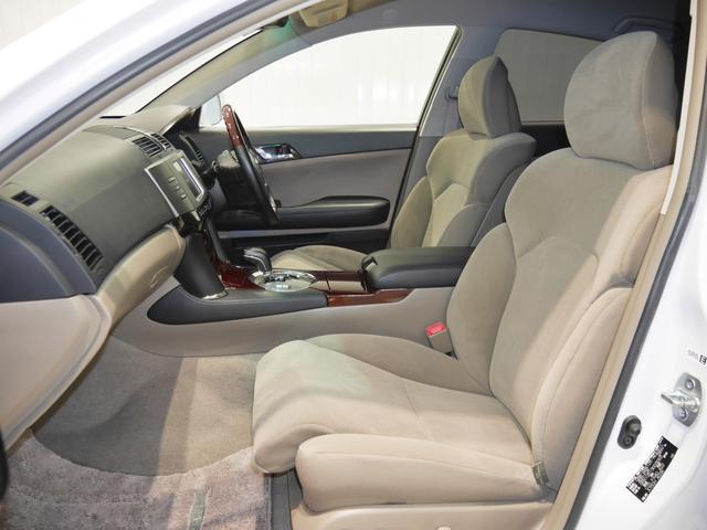 もしもの時も安心、安全なSRSサイドエアバック付きです!運転席・助手席はパワーシートです。クッション前端やシート全体も電動調節可能です