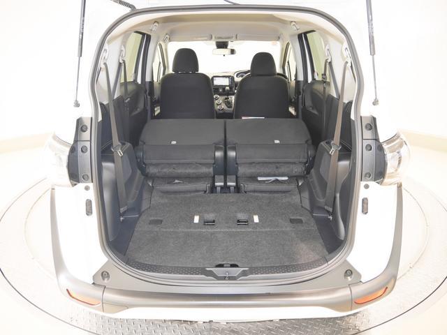 サードシートはセカンドシートの下に格納でき、ラゲッジスペースが広がります!