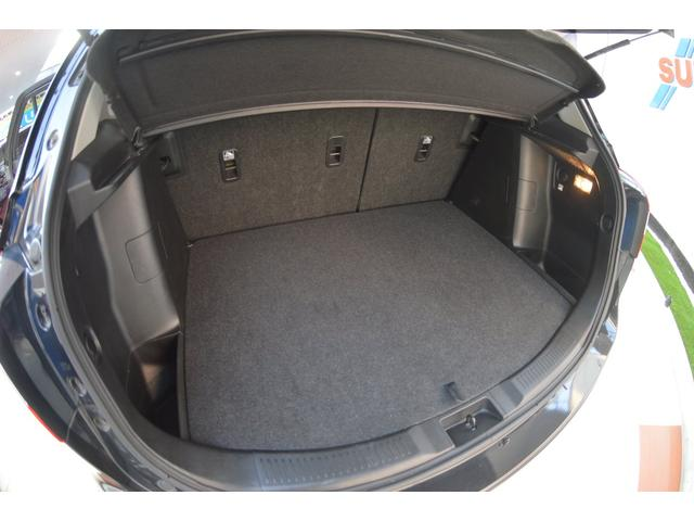 ゆとりの大容量、積み降ろしもラクラクな低床、大開口のカーゴスペースです